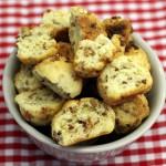 Käsehappen mit Röstzwiebeln