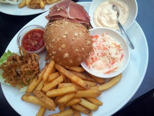 Zsa Zsa Burger Berlin, Seranoschinken und Manchego