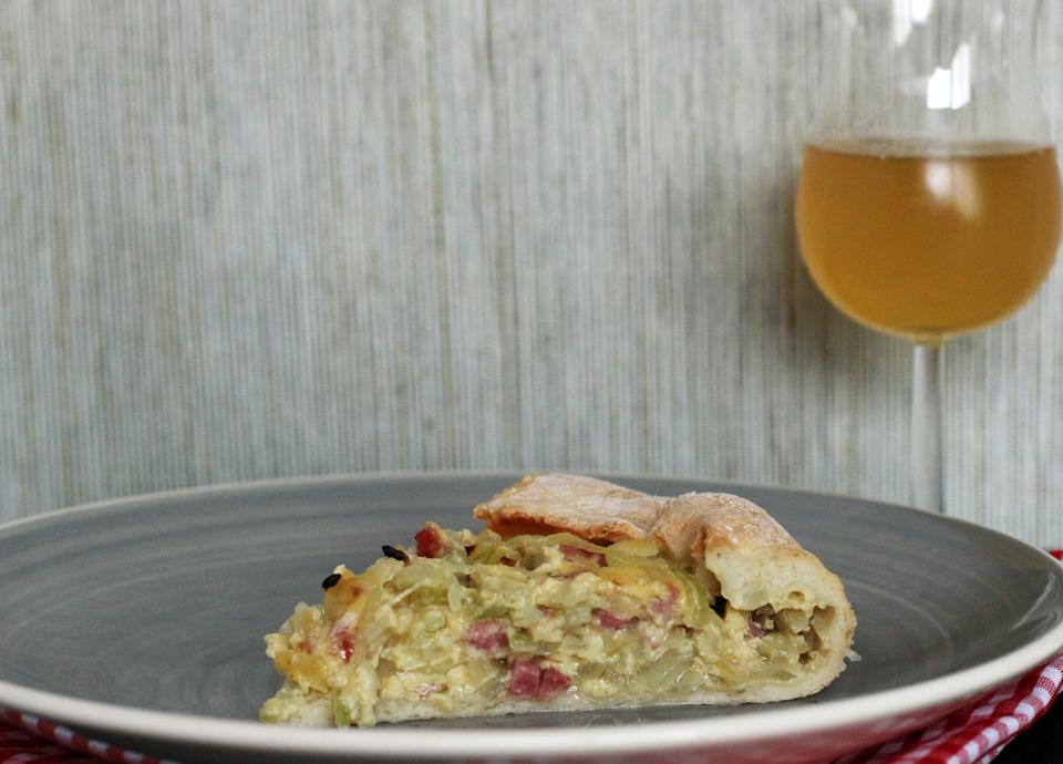 Zwiebelkuchen ohne Milchprodukte von thecookingknitter.com