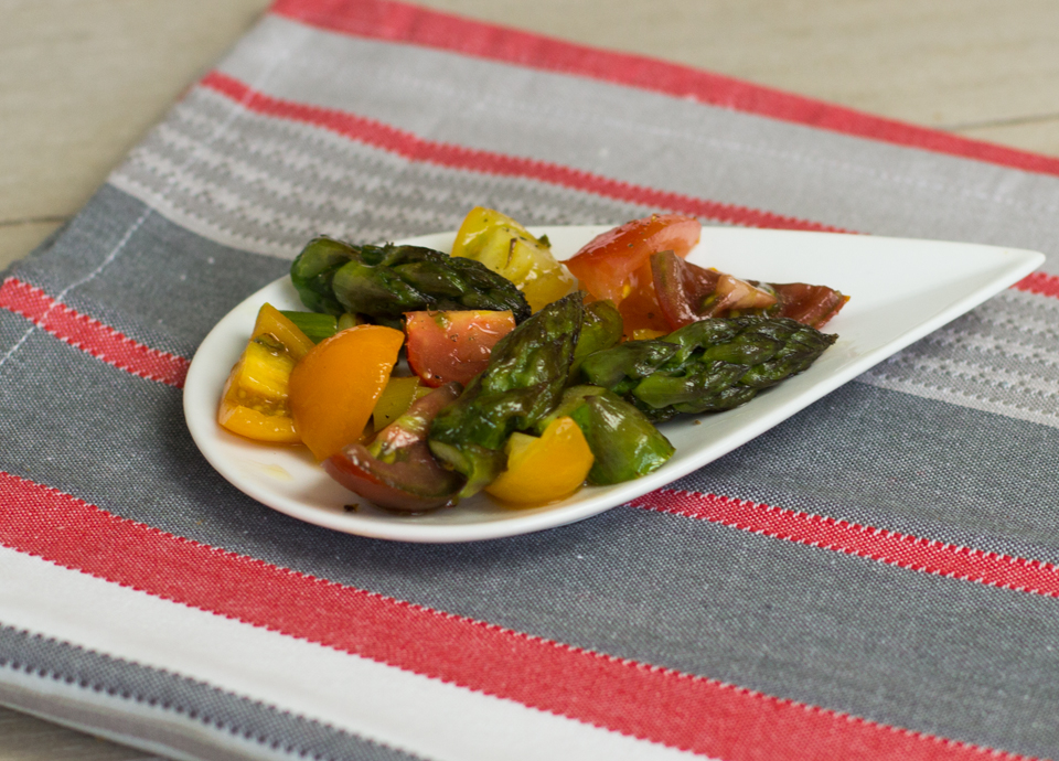 Tomatensalat mit grünem Spargel by thecookingknitter.com