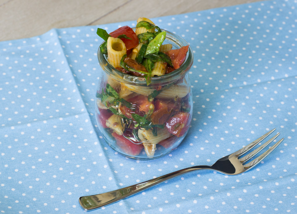 Mediteraner Nudelsalat by thecookingknitter.com