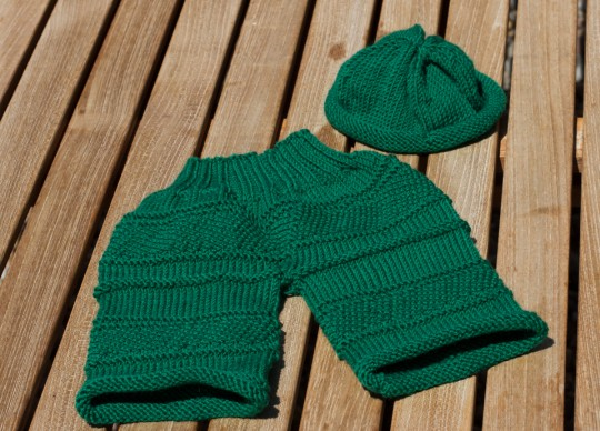 Gestrickte Babyhose in Grün by thecookingknitter.com