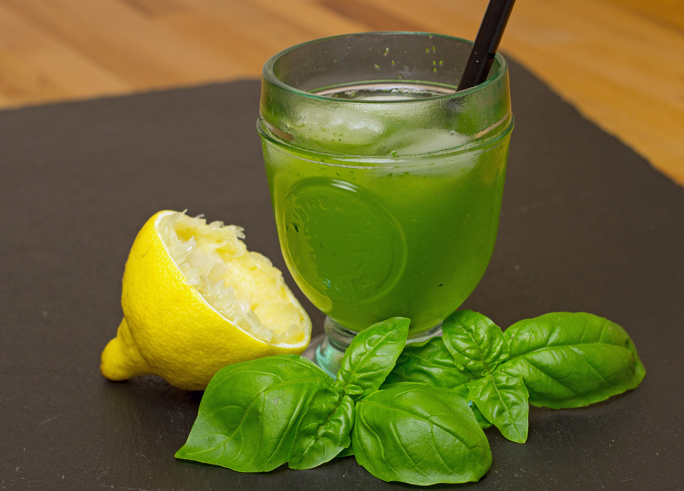 Gin Basil Smash by thecookingknitter.com