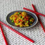 Reispfanne mit Paprika und Erbsen