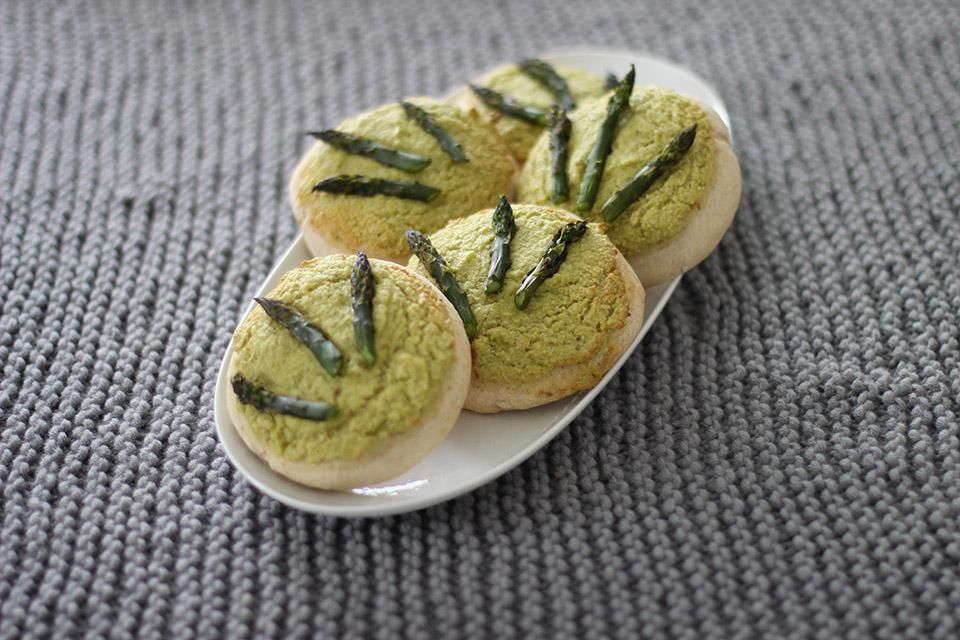 Rezept bild für vegane Brotfalden mit Spargel